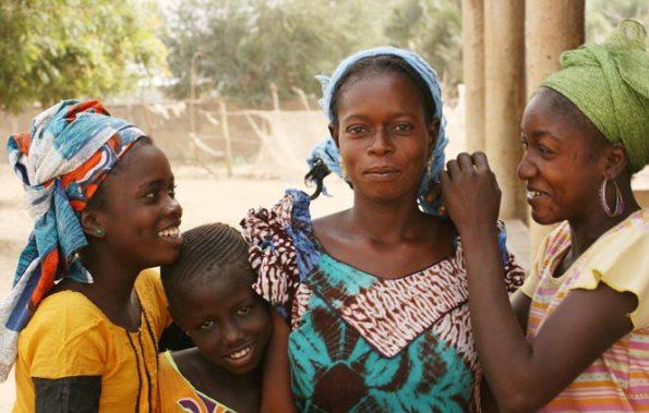 Ibisco, un fiore per l'Africa, progetto a favore delle donne e dei bambini del Senegal promosso da Erbolario